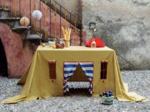 Cabane sous la table à manger